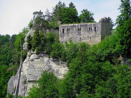 Medieval ruin: Grasburg | Switzerland Tourism